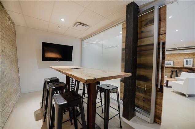 plenty of meeting rooms at IQ